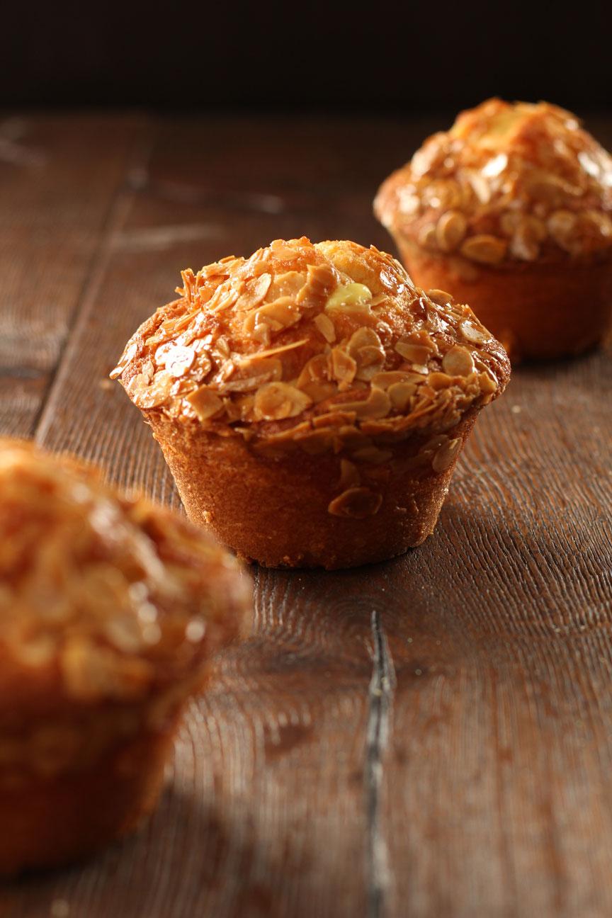 Bienenstich-Muffin gefüllt