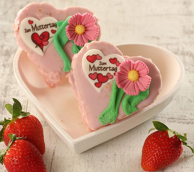 Muttertagsherz mit Erdbeerfruchtfüllung